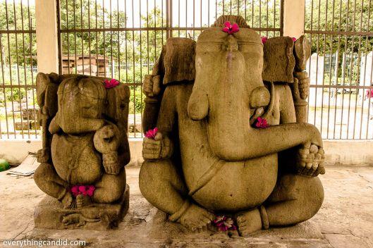 Twin Ganesha at Barsur, Strange warrior posture
