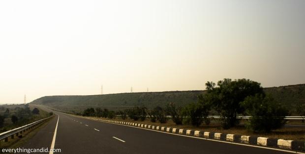 Road trip on NH26 from Narsinghpur to Jhansi.