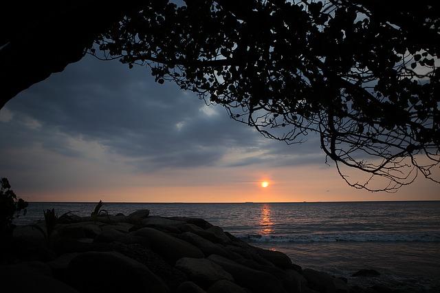 padang-beach-1137099_640