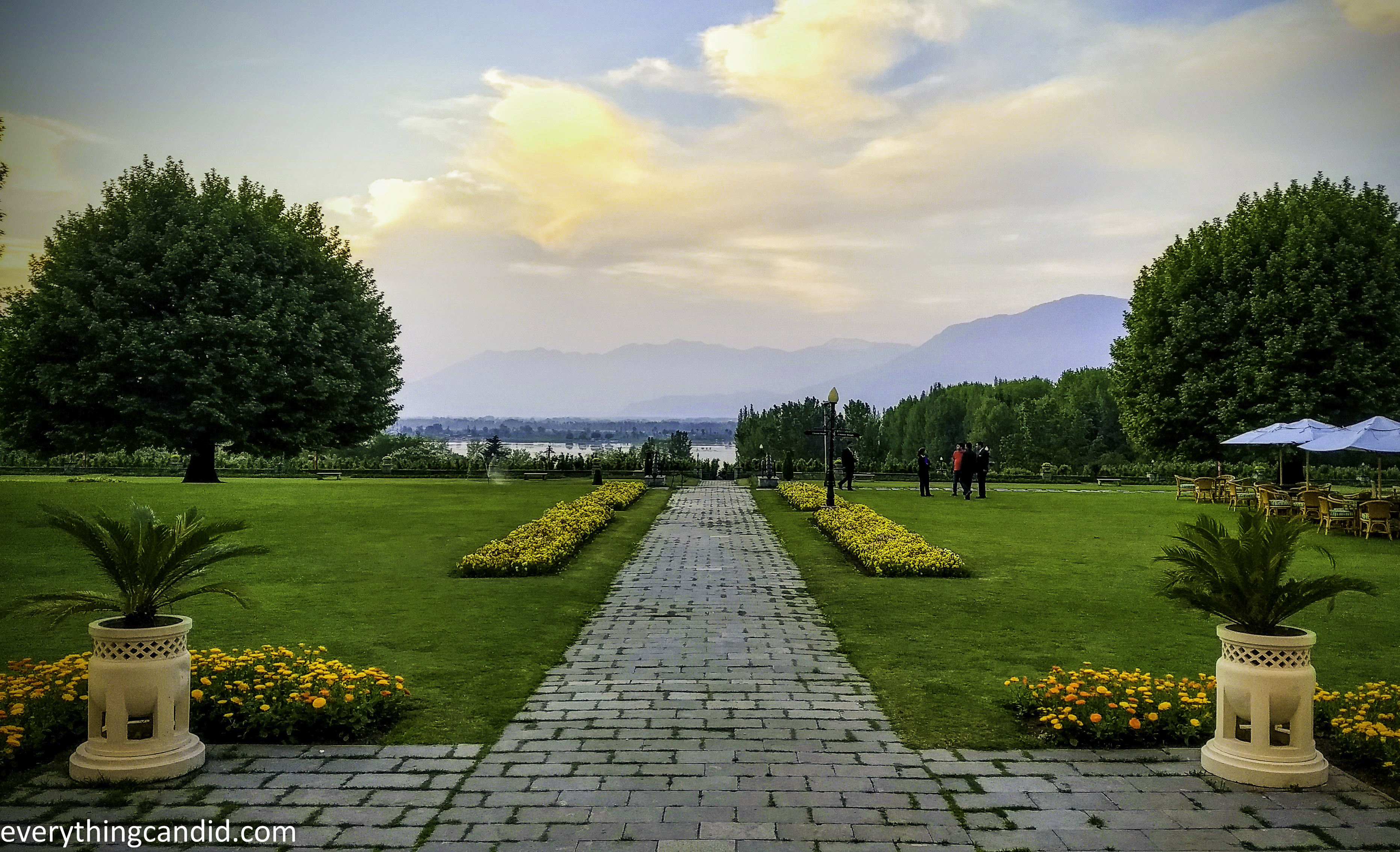 Beautiful lalit Hotel Srinagar - Best heritage hotel of srinagar